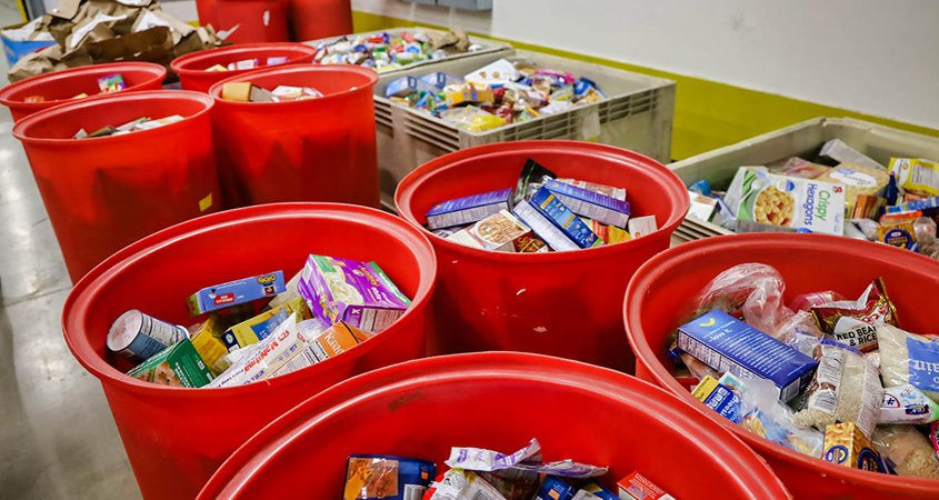 The Water Authority and numerous member water agencies continue to support the San Diego Food Bank during the holiday season. Photo: San Diego Food Bank holiday giving